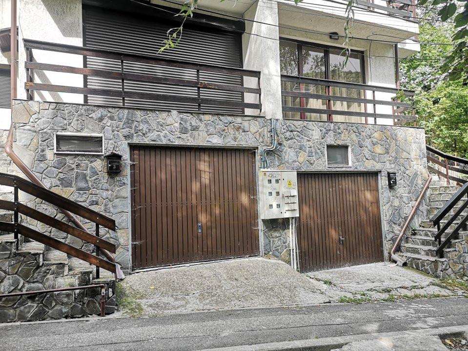 Apartament 3 camere decomandat cu garaj in vila Sinaia 13