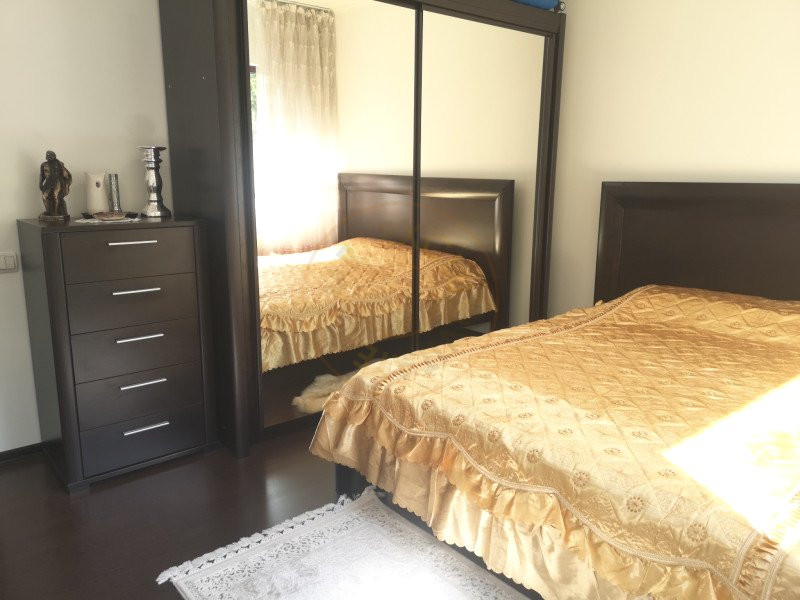 Apartament 3 camere decomandat cu garaj in vila Sinaia 2