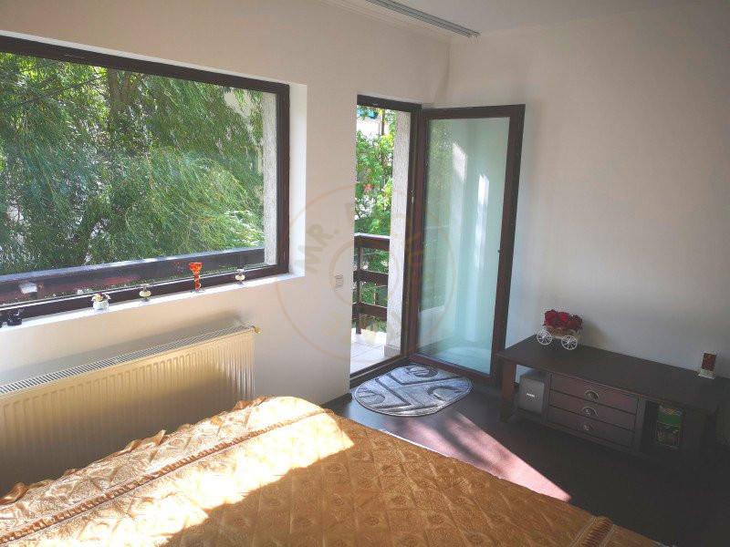 Apartament 3 camere decomandat cu garaj in vila Sinaia 3
