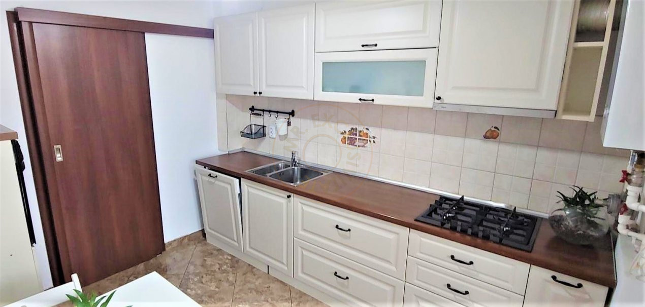 De inchiriat apartament 3 camere decomandat Romprim 14
