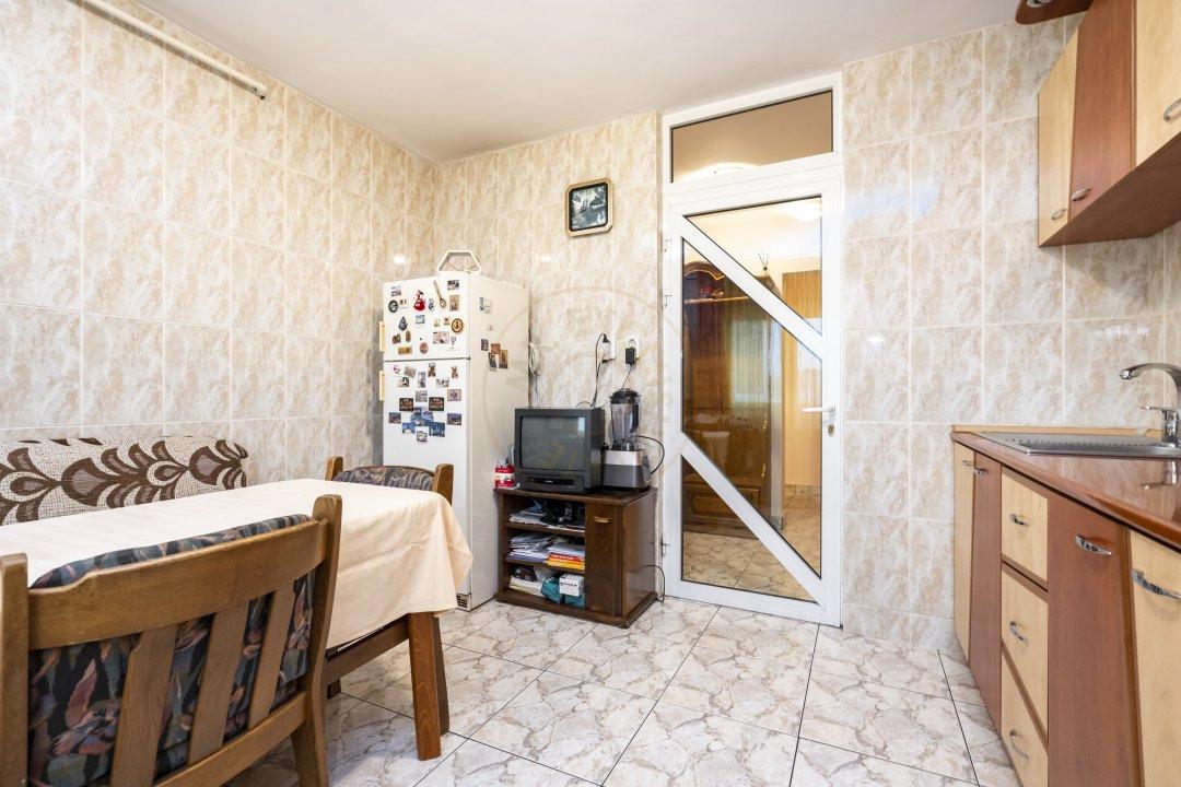 Apartament de vanzare in zona Vitan 6