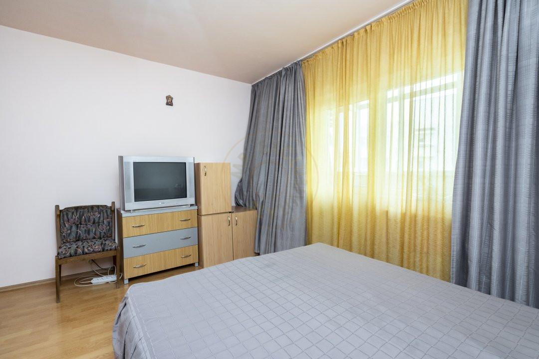 Apartament de vanzare in zona Vitan 12
