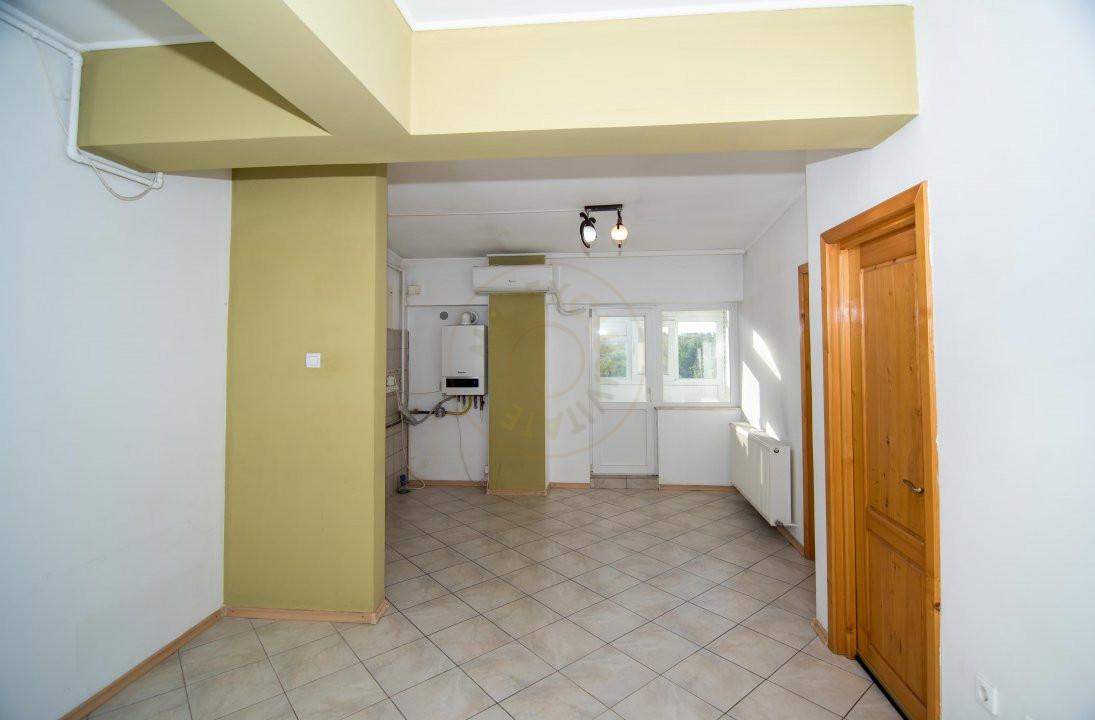 Apartament 3 camere,Bulevardul Petrochimistilor  2