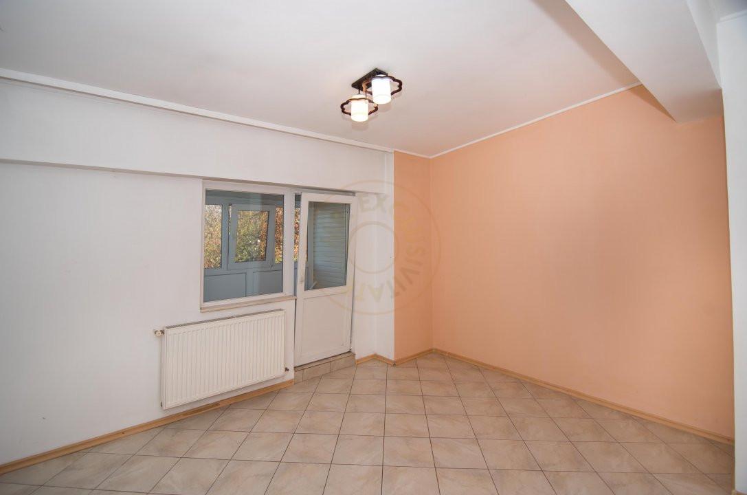 Apartament 3 camere,Bulevardul Petrochimistilor  4
