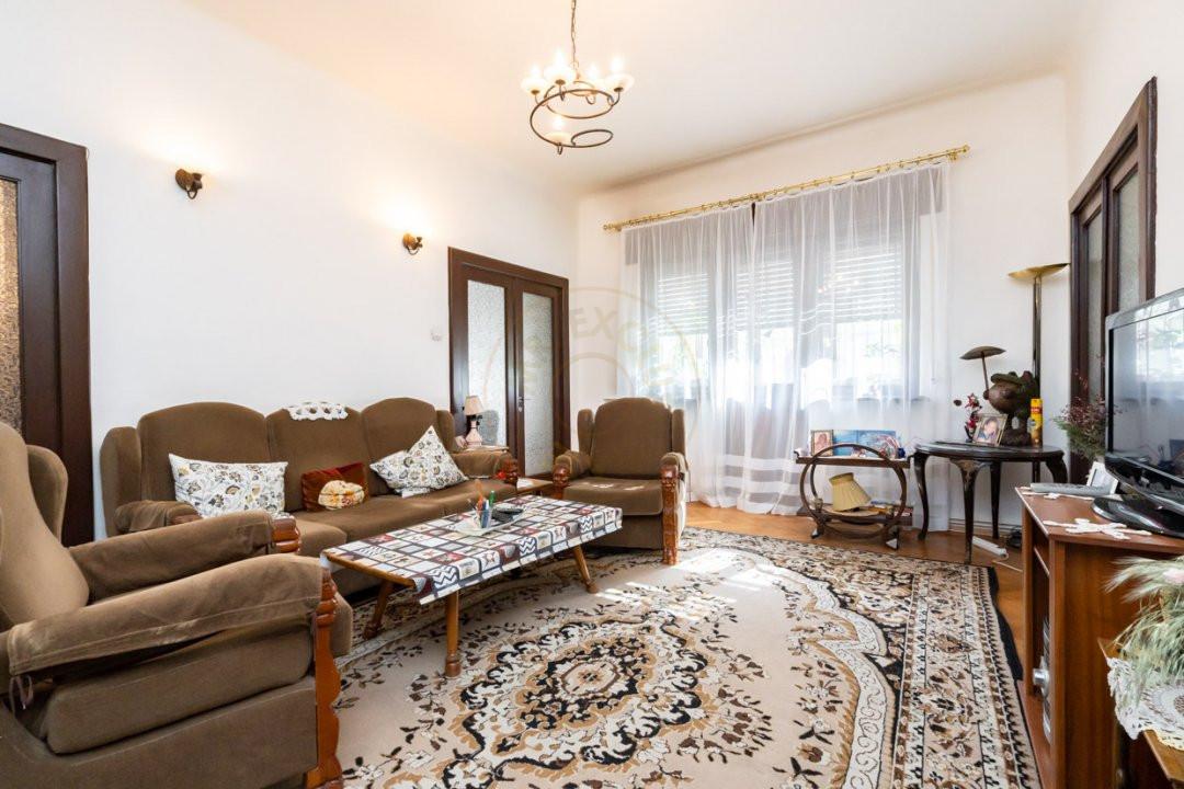 Apartament de 5 camere si garaj de vanzare- Mantuleasa 3