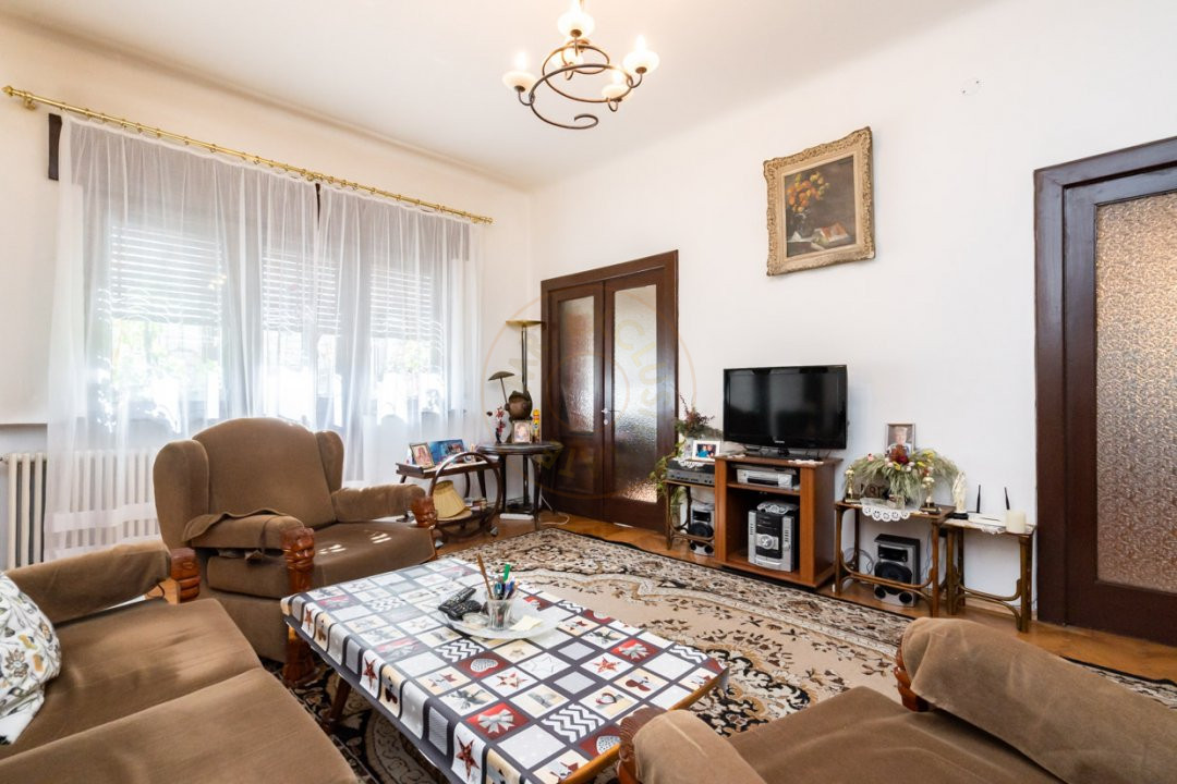 Apartament de 5 camere si garaj de vanzare- Mantuleasa 4