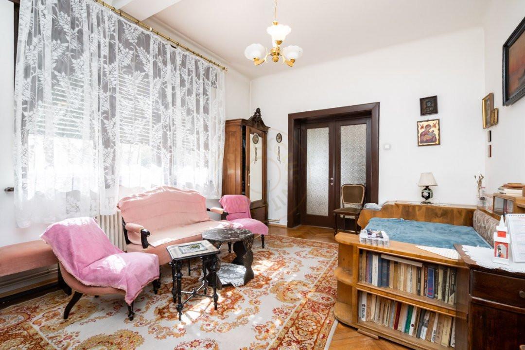 Apartament de 5 camere si garaj de vanzare- Mantuleasa 5