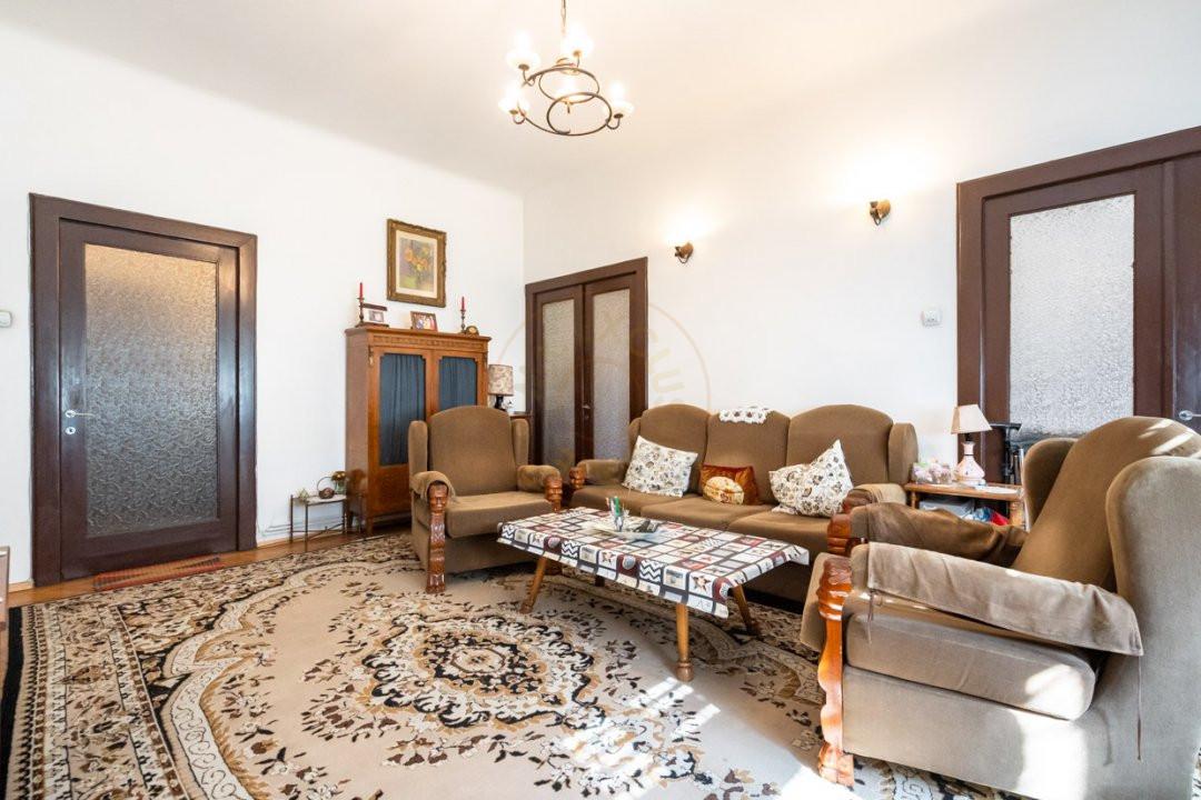 Apartament de 5 camere si garaj de vanzare- Mantuleasa 6