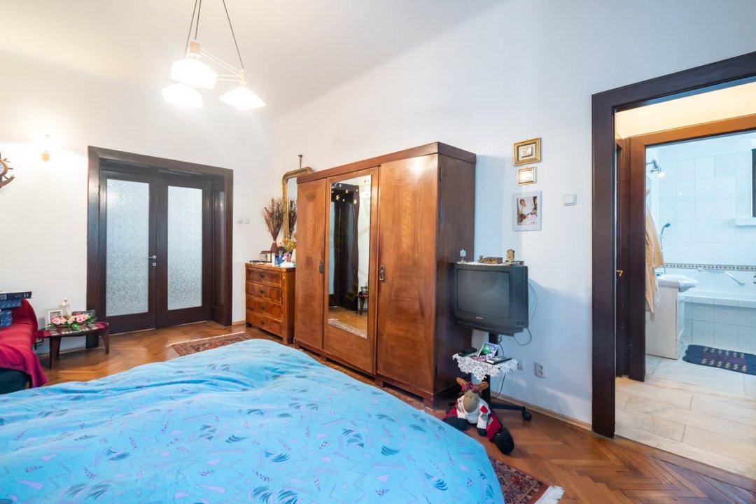 Apartament de 5 camere si garaj de vanzare- Mantuleasa 8