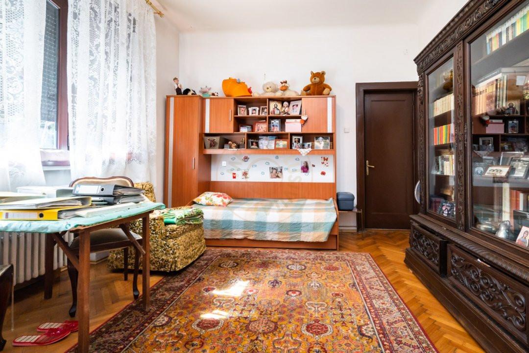 Apartament de 5 camere si garaj de vanzare- Mantuleasa 10