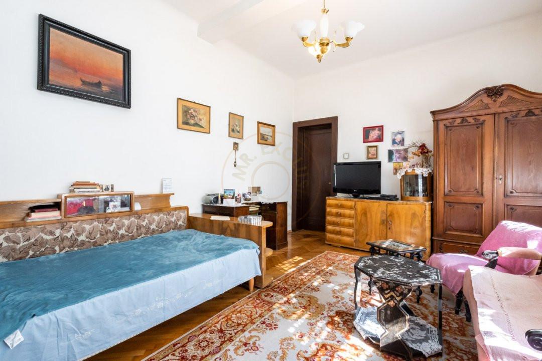 Apartament de 5 camere si garaj de vanzare- Mantuleasa 12