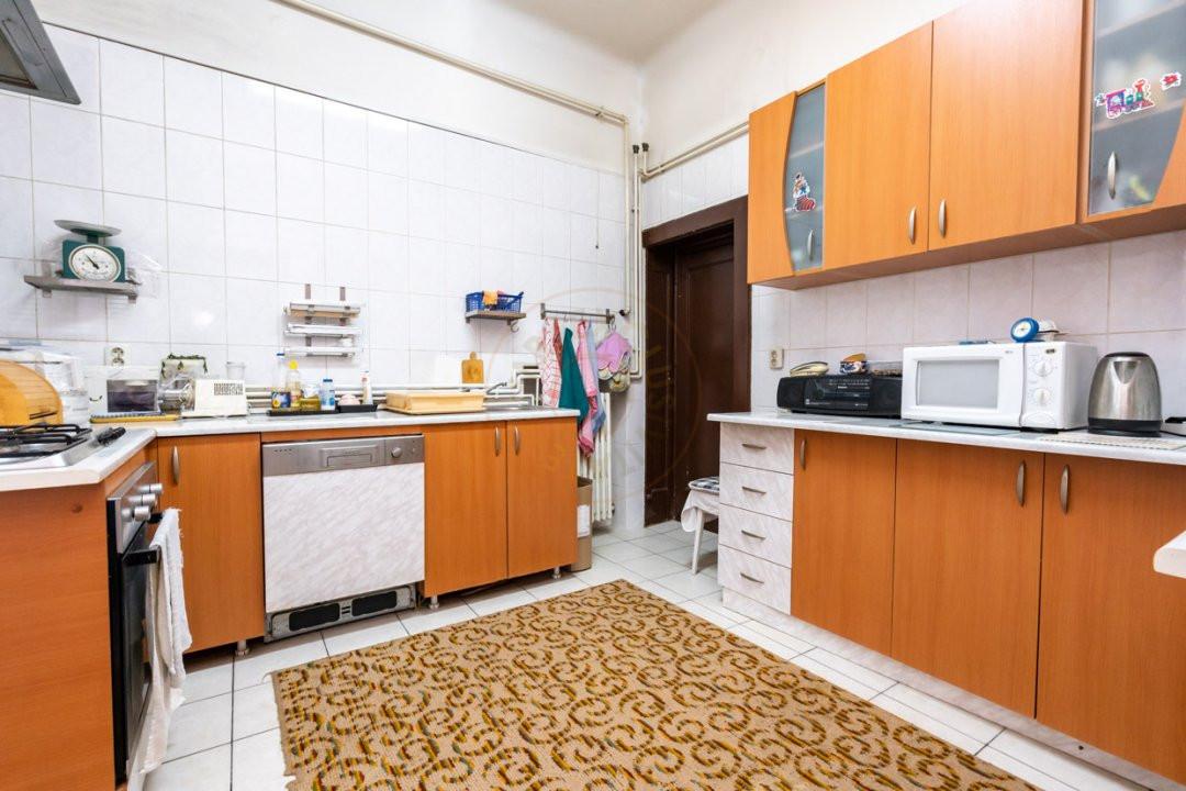 Apartament de 5 camere si garaj de vanzare- Mantuleasa 14