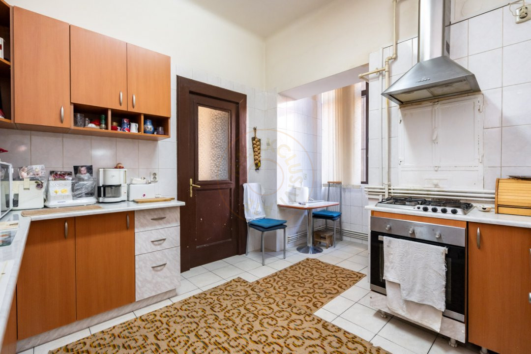 Apartament de 5 camere si garaj de vanzare- Mantuleasa 15