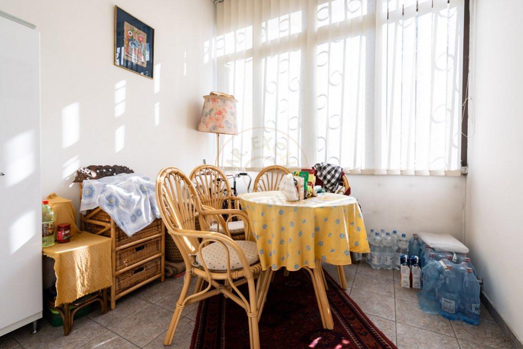 Apartament de 5 camere si garaj de vanzare- Mantuleasa 16