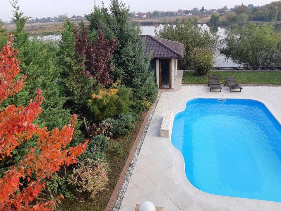 Vila la lac, 7 camere, mobilata&utilata lux, piscina, Crevedia 19