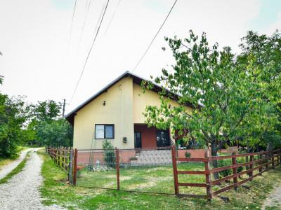 Casa 3 camere+ Livada -Calinesti